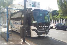El primer bus hacia Benirràs, vacío