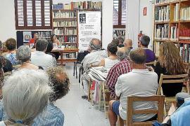 Gran éxito de la presentación en el IEE del libro 'Bon profit, de Joan Castelló Guasch'