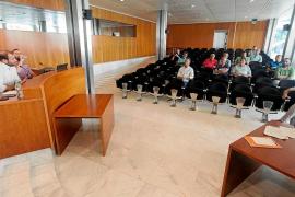 El Govern todavía no sancionará el fondeo sobre posidonia este verano en las Pitiusas