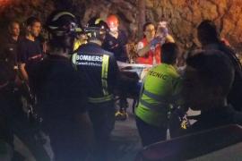La mujer que se cayó desde un acantilado en Cala Llonga permanece estable en la UCI