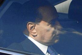 Berlusconi será juzgado por abuso de poder y prostitución de menores