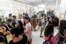Unos 300 alumnos del instituto Santa Maria pierden tres días de clase por la Selectividad