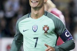 Crisitano Ronaldo ha sido padre de gemelos, un niño y una niña