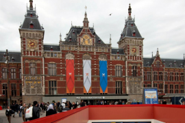 Dos heridos graves tras un atropello múltiple junto a la estación de Ámsterdam