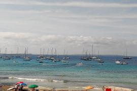 Denuncian el fondeo incontrolado de embarcaciones en ses Salines