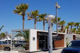 Investigan el asalto a punta de pistola a una tienda de ropa en Marina Ibiza