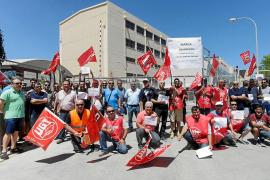Los trabajadores de la central térmica protestan por el despido «injusto» de una compañera