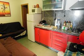 Hasta 3.000 euros al mes por vivir hacinados en bajos comerciales 'patera' sin ventilación
