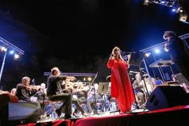 Maria del Mar Bonet celebra sus 50 años sobre los escenarios con la Simfònica en el Portal Nou