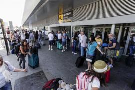 Un turista británico fallece tras golpearse en la cabeza en el aeropuerto de Ibiza