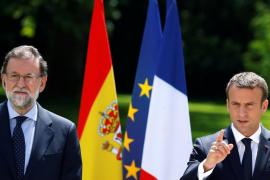 Rajoy dice en París que la extrema izquierda y la extrema derecha persiguen «romperlo todo»