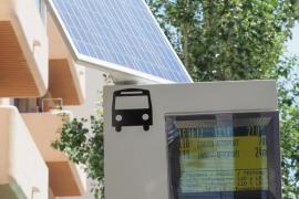 El Consell instala paneles con información horaria de los autobuses en dos líneas