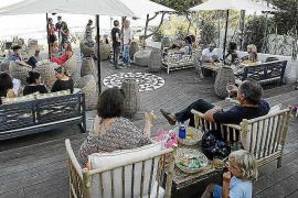 Aiyanna Ibiza, un restaurante sofisticado y desenfadado en la playa de Cala Nova