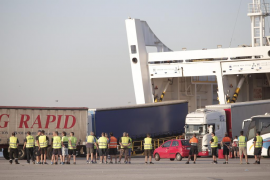 Los puertos afrontan nuevos paros parciales por la huelga de los estibadores