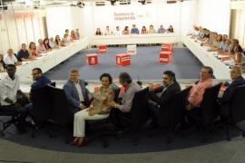Torres registra su precandidatura para liderar a los socialistas