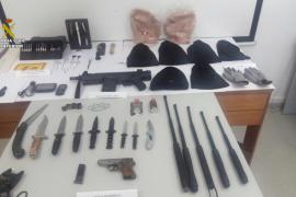 La Guardia Civil detiene en Ibiza a dos hombres a los que interviene un arsenal de armas