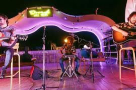 Lori Meyers seduce en acústico en su primera actuación en Ibiza