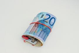 Un hombre causa el pánico al llevar un cinturón de paquetes de 6.000 euros alrededor del cuerpo