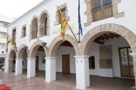 Santa Eulària para una fiesta ilegal que podría suponer una sanción de 65.000 euros