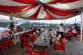 Homenaje a los mayores en el barrio de Casas Baratas de Vila