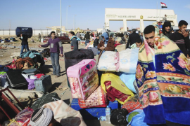 El régimen de Gadafi se tambalea tras perder el control del este del país