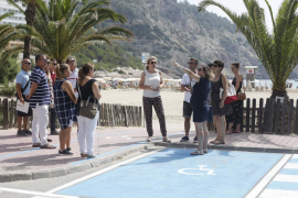 Cala Llonga se convierte en la segunda playa totalmente accesible de Santa Eulària