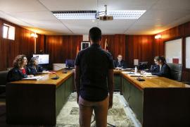 Condenados a penas de 2 años y 15 meses de cárcel los autores de una cadena de robos en yates de Ibiza