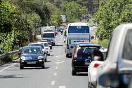 Colapso y paradas mal señalizadas en la ruta de bus que une Ibiza con Santa Eulària