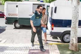 Piden once años de cárcel para un joven que asestó una docena de cuchilladas a un chica en Sant Josep