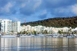 Los hoteles de Sant Antoni y la bahía pierden ocupación frente a los pisos turísticos de Airbnb