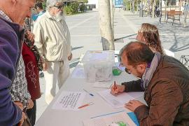 Los vecinos del albergue acusan a Vila de «despreciar» la voluntad del barrio
