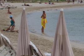 El nuevo emisario de Talamanca ya funciona pero se mantiene la bandera roja en la playa (Fotos: M. Sastre)