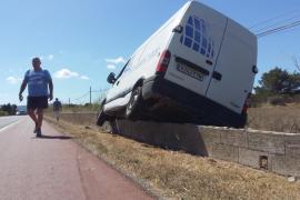 Una furgoneta se accidenta en la PM-820 de Formentera