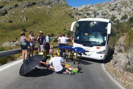 Herido un ciclista al chocar con un autocar en la carretera de sa Calobra