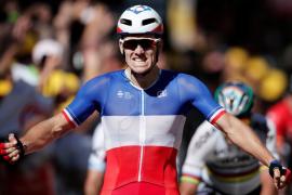 Démare gana la cuarta etapa del Tour de Francia en un accidentado sprint