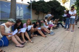 Largas colas por el primer casting de 'Gran Hermano Revolution' en Ibiza