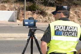 La Policía Local de Santa Eulària sanciona en una hora a medio centenar de conductores por exceso de velocidad