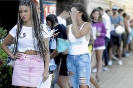 Largas colas en el primer casting de 'Gran Hermano Revolution' en Ibiza