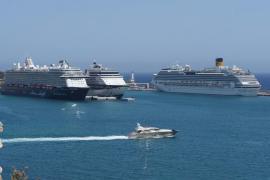 Llegada de cuatro grandes buques cruceristas a Ibiza (Fotos: M. Sastre)