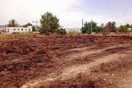 Vecinos de Cala de Bou piden más vigilancia tras cinco incendios seguidos