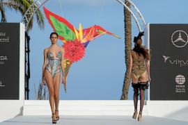 Glamour y elegancia veraniega en la primera Mercedes-Benz Fashion Weekend