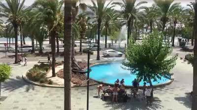 'Pool party' en la fuente de Sant Antoni