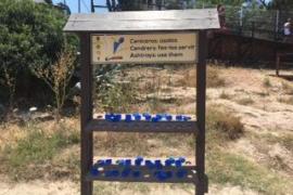 Sant Antoni ha repartido este mes 2.500 ceniceros para lograr playas libres de colillas