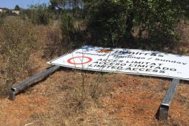 El Consell d'Eivissa denuncia vandalismo contra la señalización en Benirràs