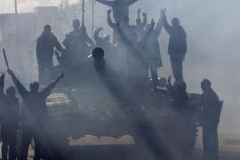 Estados Unidos despliega fuerzas navales y aéreas frente a la costa de Libia