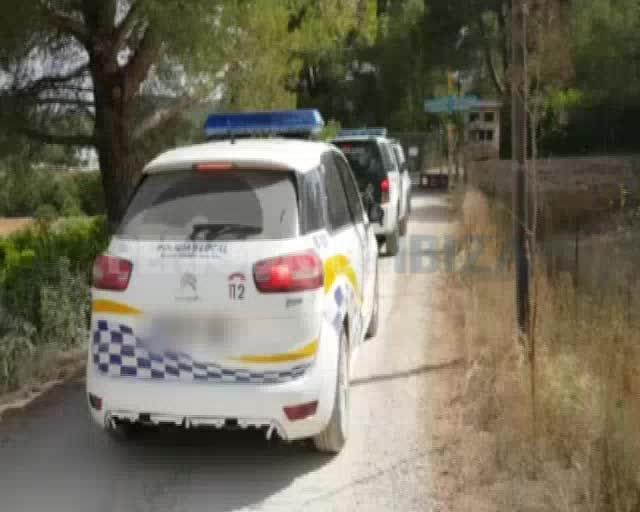 Guardia Civil, Policía Local y técnicos de Santa Eulària inspeccionan el polvorín de Santa Gertrudis