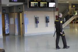 Los trabajadores de seguridad del aeropuerto de Ibiza aplazan la huelga