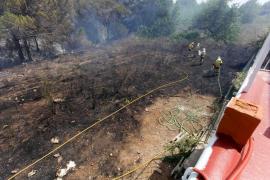 Controlado el incendio en una zona agrícola y forestal de Can Tomàs en Sant Antoni