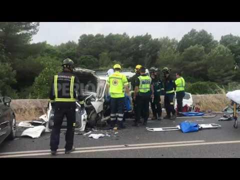 Dos heridos graves en un aparatoso choque frontal en la carretera de Santa Gertrudis