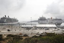 Tres cruceros con casi 6.000 pasajeros atracaron ayer en es Botafoc (Fotos: A. Escandón)